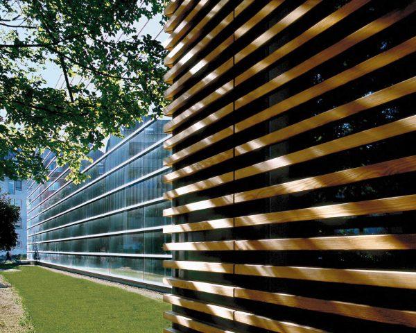 LIC-building